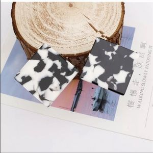 Jewelry - 🎉5 for $25🎉 Black Acrylic Square Earrings